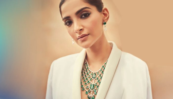 Feature_Sonam Kapoor makes this Cannes all about the Emeralds!