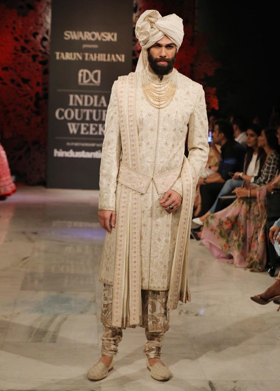 Designer Tarun Tahiliani Presenting his collection